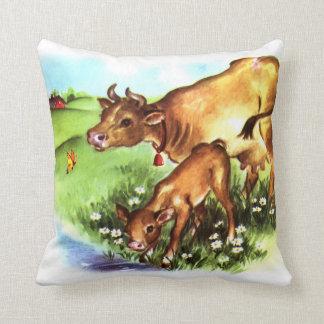 かわいい母牛及びベビーの子牛のヴィンテージの物語の本の芸術 クッション