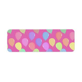 かわいい淡いピンクの浮遊カラフルなパステル調の気球 ラベル