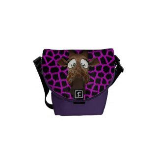 かわいい漫画のキリン及び紫色の模造のな毛皮パターン メッセンジャーバッグ