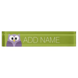かわいい漫画のフクロウの紫色およびピスタシオの名前をカスタムする デスクネームプレート