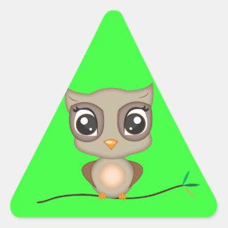 かわいい漫画のフクロウ 三角形シール