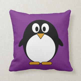 かわいい漫画のペンギンの紫色 クッション
