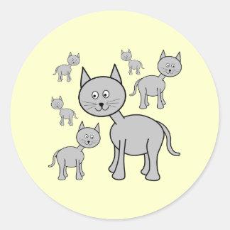 かわいい灰色猫。 クリームの漫画 ラウンドシール
