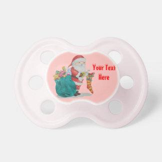 かわいい父のクリスマスは袋ギフトの貯蔵でもてあそびます おしゃぶり