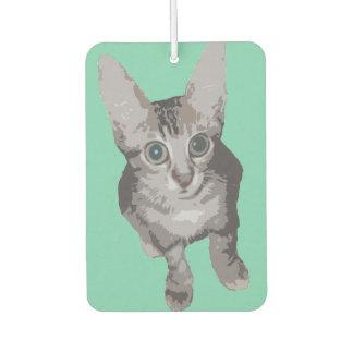 かわいい目を見開いた猫 カーエアーフレッシュナー
