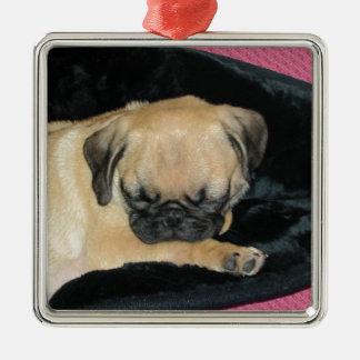 かわいい睡眠のパグの子犬 メタルオーナメント