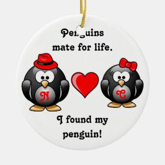 かわいい私は生命赤いハートのための私のペンギンの仲間を見つけました セラミックオーナメント
