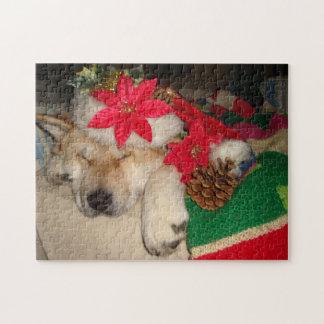 かわいい秋田犬のサンタの帽子の円錐形の装飾のクリスマス ジグソーパズル