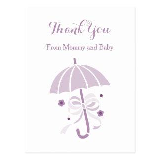 かわいい紫色の傘および弓ベビーシャワーは感謝していしています ポストカード