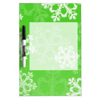 かわいい緑およびホワイトクリスマスの雪片 ホワイトボード