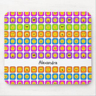 かわいい虹の名前の幸せなスマイリーフェイスの顔文字 マウスパッド
