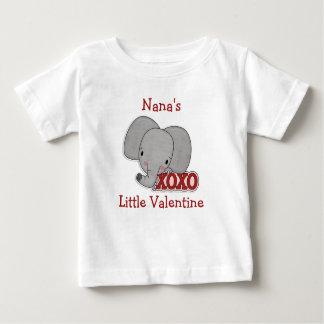 かわいい象のナナのバレンタイン ベビーTシャツ