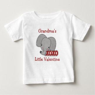 かわいい象の祖母のバレンタイン ベビーTシャツ