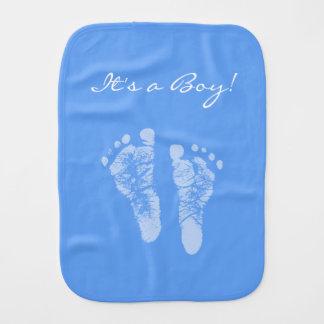 かわいい青色児の足跡男の子のベビーシャワー バープクロス