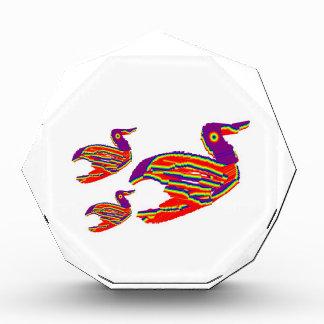 かわいい鳥家族: 幸せで装飾的な芸術 表彰盾