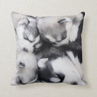 かわいいnの愛らしくハスキーな子犬の枕 クッション