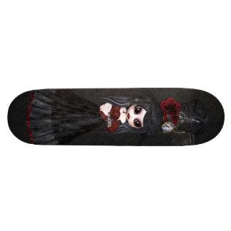 かわいいSteampunkのゴシックの女の子の黒のスケートボード スケートボード