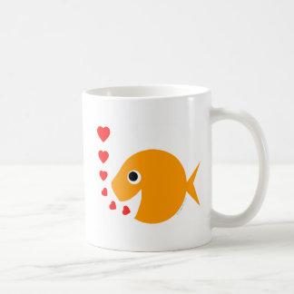 かわいくおもしろいなバレンタインデーの金魚のコーヒー・マグ コーヒーマグカップ