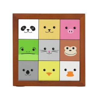 かわいくカラフルな動物の顔の正方形パターンデザイン ペンスタンド