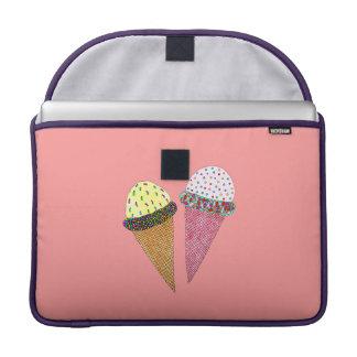 かわいくカラフルな誕生日のアイスクリーム MacBook PROスリーブ