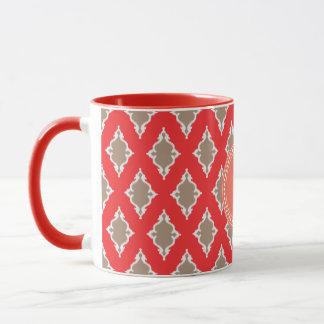 かわいくガーリーで赤いイカット種族パターンモノグラム マグカップ