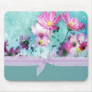 かわいくガーリーな水玉模様、咲く花 マウスパッド