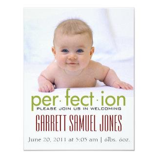 かわいくシンプルなはっきりした赤ん坊の誕生の発表 カード