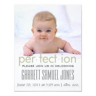 かわいくシンプルなはっきりした赤ん坊の誕生の発表 10.8 X 14 インビテーションカード