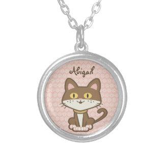 かわいく名前入りなブラウンの子猫猫のネックレス シルバープレートネックレス