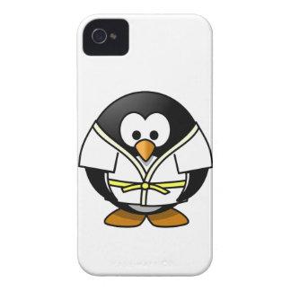 かわいく小さいアニメの柔道のペンギン Case-Mate iPhone 4 ケース