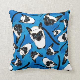 かわいく小さいシャム猫の枕 クッション