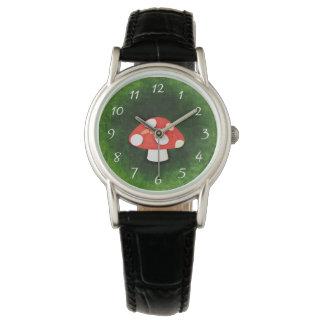 かわいく小さく赤いきのこ 腕時計