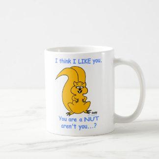 かわいく幸せでフレンドリーな漫画のリスの友情 コーヒーマグカップ