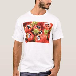 かわいく幸せないちご Tシャツ