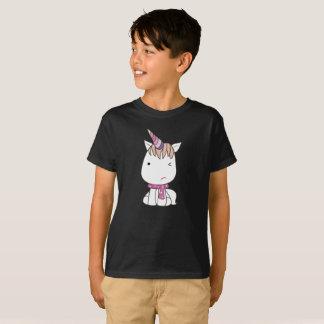 かわいく扱いにくく白くカラフルなユニコーンはTシャツをからかいます Tシャツ
