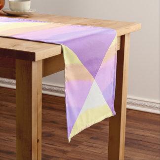 かわいく明るいネオンブラシストロークユニコーン色 ショートテーブルランナー