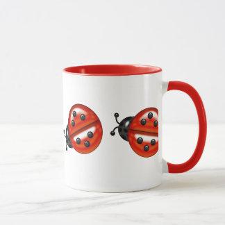 かわいく白く及び赤いてんとう虫 マグカップ