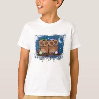 かわいく眠いフクロウのTシャツ Tシャツ
