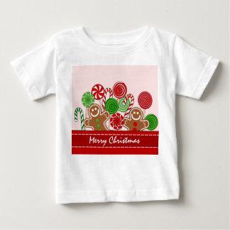 かわいく赤いクリスマスのジンジャーブレッド ベビーTシャツ