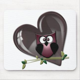 かわいく赤いフクロウおよびハートのギフト マウスパッド