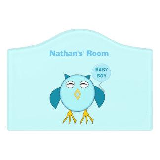 かわいく青い男の赤ちゃんのフクロウカスタムな部屋の印 ドアサイン