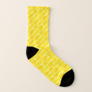 かわいく黄色いクレヨンのパターン(の模様が)あるなソックス ソックス