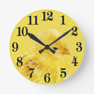 かわいく黄色いベビーのひよこ ラウンド壁時計