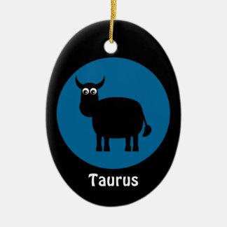 かわいく黒いBullのトーラスの(占星術の)十二宮図の印のカスタムな青 陶器製卵型オーナメント