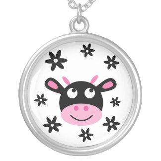 かわいく黒く及び白く幸せな漫画の花牛 シルバープレートネックレス