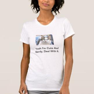 かわいく、真面目な猫 Tシャツ