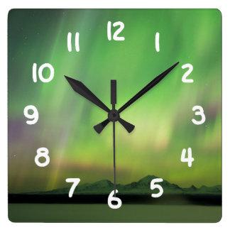 かわいらしいオーロラ スクエア壁時計