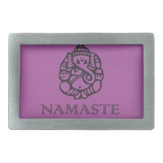 かわいらしいナマステのGaneshのデザインの紫色 長方形ベルトバックル