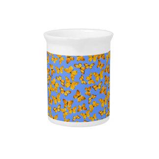 かわいらしいピッチャーか水差しの青の金蝶 ピッチャー