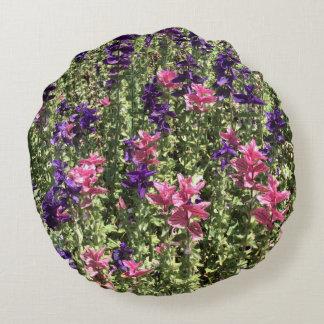かわいらしいピンクおよび紫色の花 ラウンドクッション
